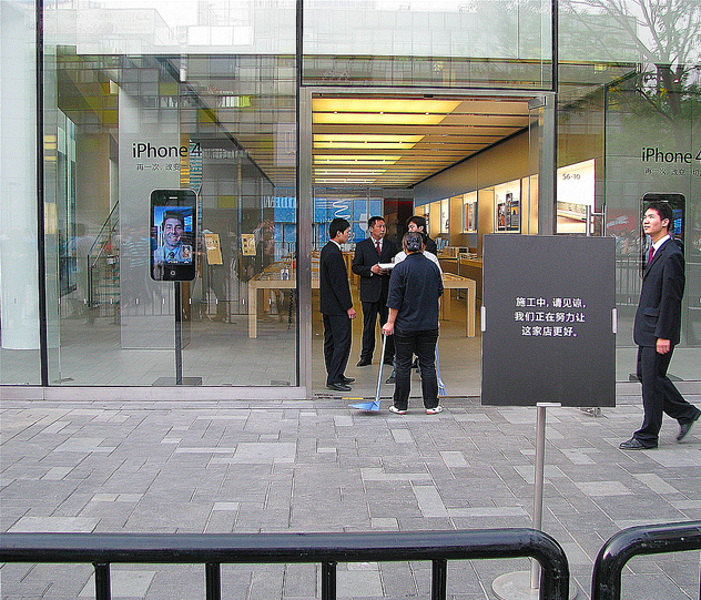 Scuffles at apple store in beijing leave 1 man beaten 3 others update 2 on may 9th turns out the incident was sparked by tension between scalpers those looking to resell their white iphone 4s and ipad 2s for a planetlyrics Gallery