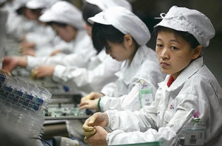500x_3foxconn-workers