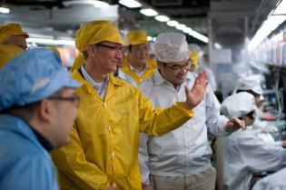 Apple CEO Tim Cook tours Foxconn's Zhengzhou iPhone plant in March 2012 [Image source: Bloomberg]