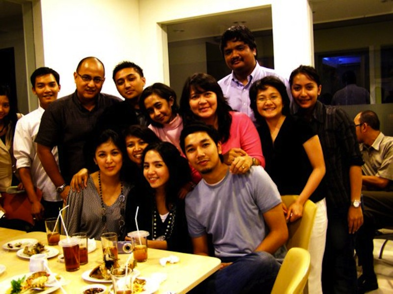Izak Jenie (third from right)  with some of the Jatis team during a dinner.