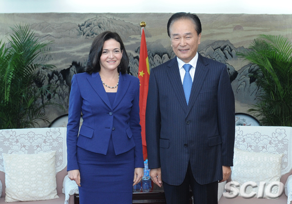 Facebook's Sheryl Sandberg in Beijing, meets Chinese web official