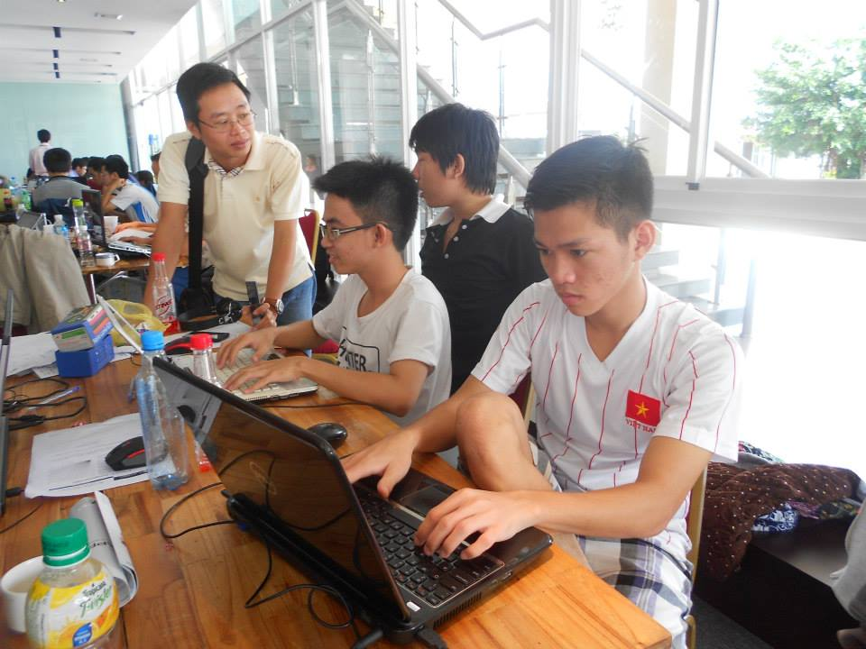 Vietnam's first ever two-city Mobile Hackathon gets over 300 developers coding for 48 hours