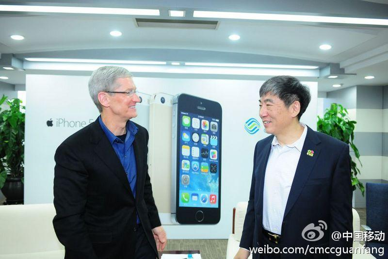 Tim Cook appears in Beijing store for today's iPhone launch on China Mobile - 0