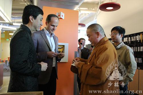 Shaolin kung-fu monks visit Google, try on Google Glass
