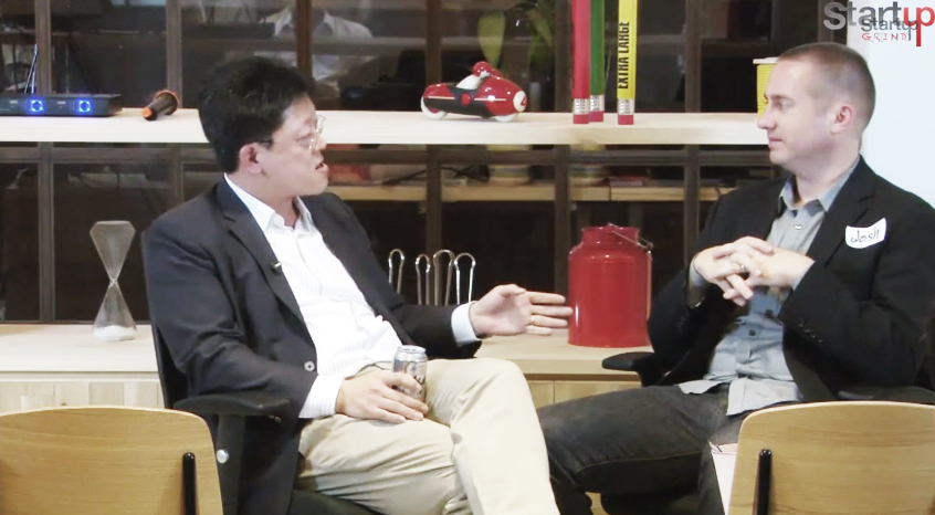 Jong Lee (left), an investor at a number of Hong Kong startups, speaking at a startup event.
