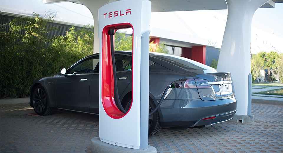 With new partnership, Tesla set to build 40 Supercharger stations across China