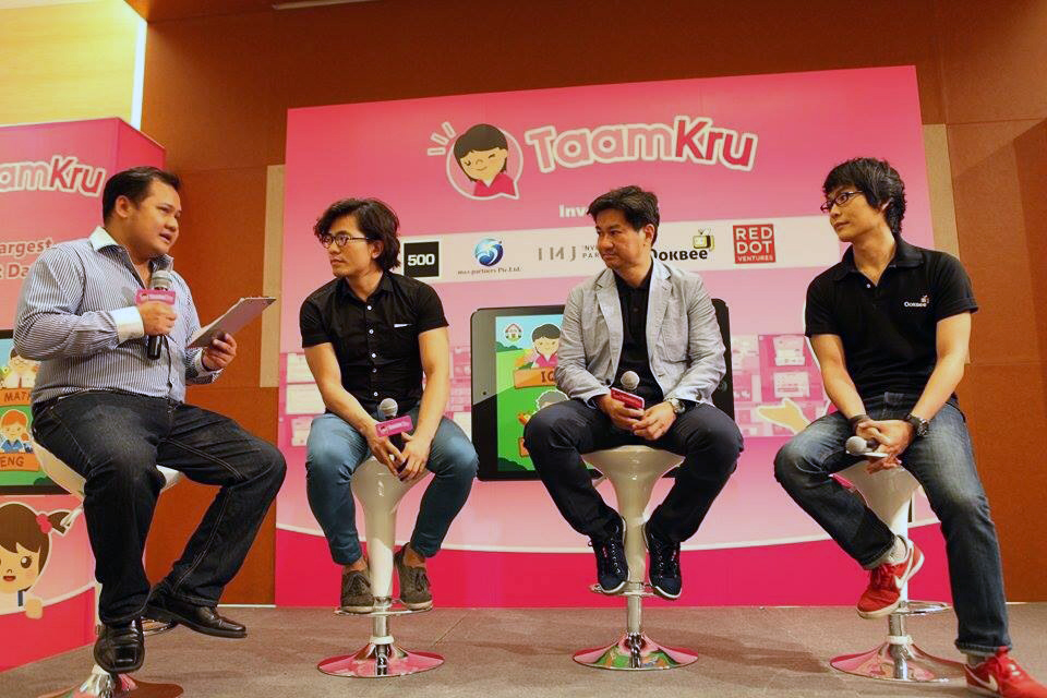 Taamkru's investors. Right to left: Moo Natavudh from Ookbee, Leslie Loh of Red Dot Ventures, Khailee Ng of 500 Startups. Photo: Saiyai Sakawee