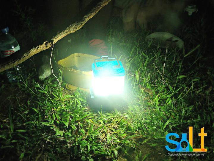 Philippine startup creates lamp running on salt and water
