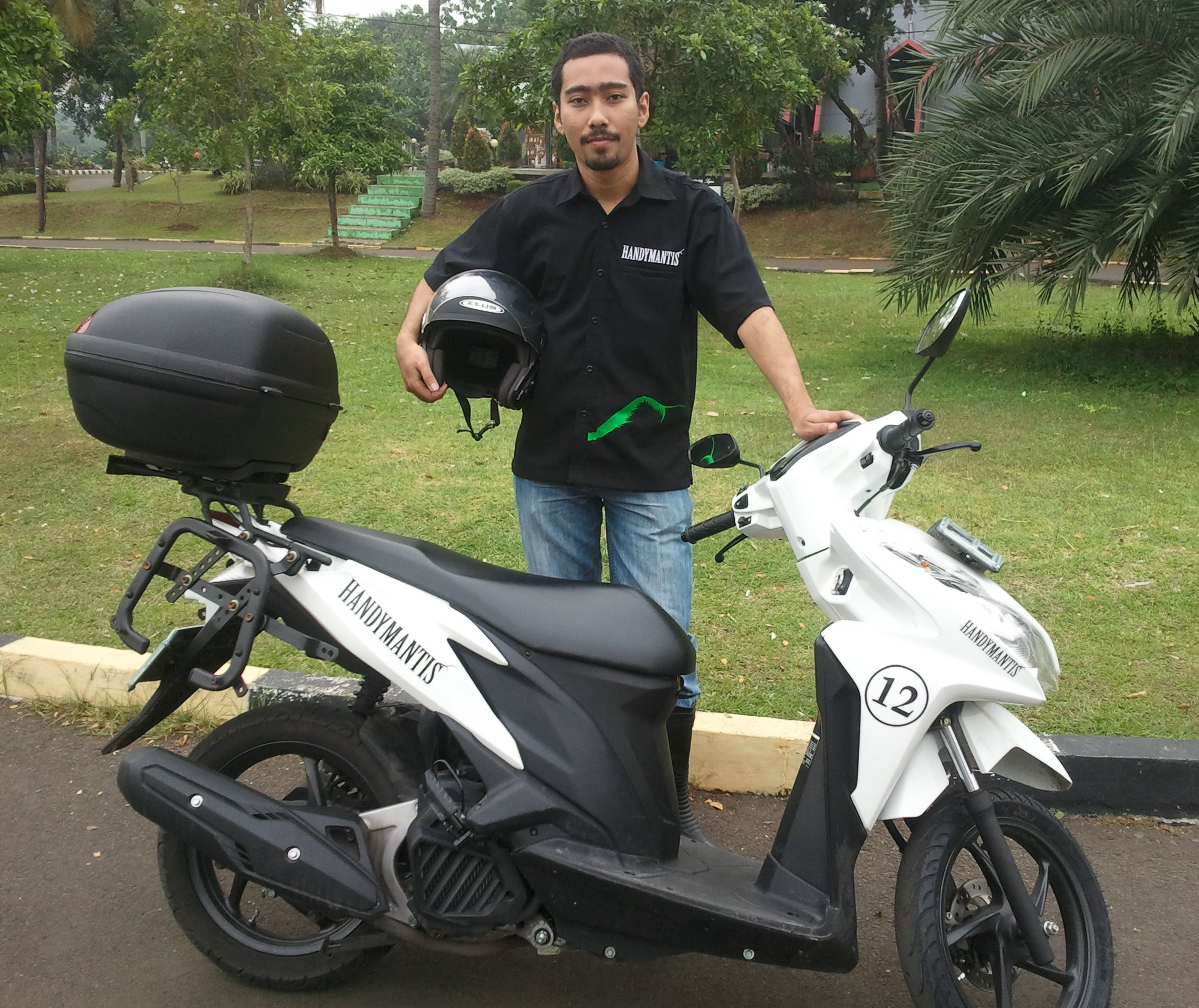HandyMantis uses chat apps as the backbone of its motorcycle courier service in Indonesia