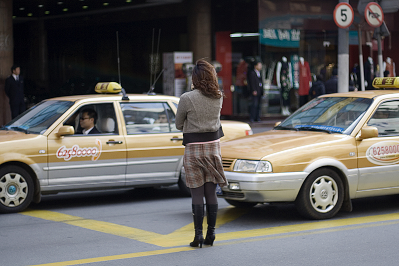 In taxi app merger, a surprising alliance between Alibaba and Tencent