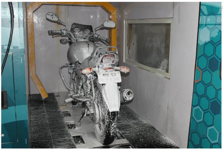 Bike Washing Machine >> This Motorcycle Washing Machine Just Rolled Into Jakarta