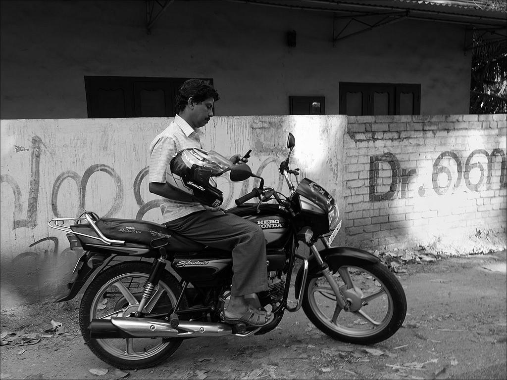 India smartphone user 01