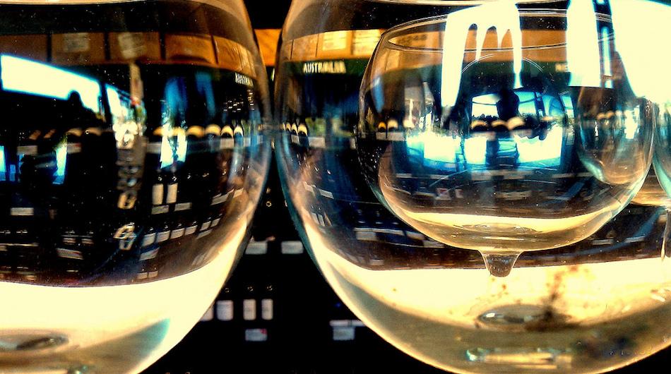 https://cdn.techinasia.com/wp-content/uploads/2016/06/wine-shopping.jpg