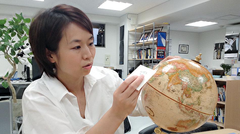 Lena Okajima of Ale explaining orbit types.