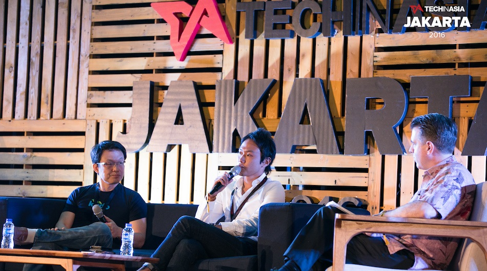 Kudo CTO Sukan Makmuri (L) and VIP Plaza CEO Tesong Kim (center) chats with Otobro founder Patrick Williamson about the future of Indonesian ecommerce at the #TIAJKT2016.
