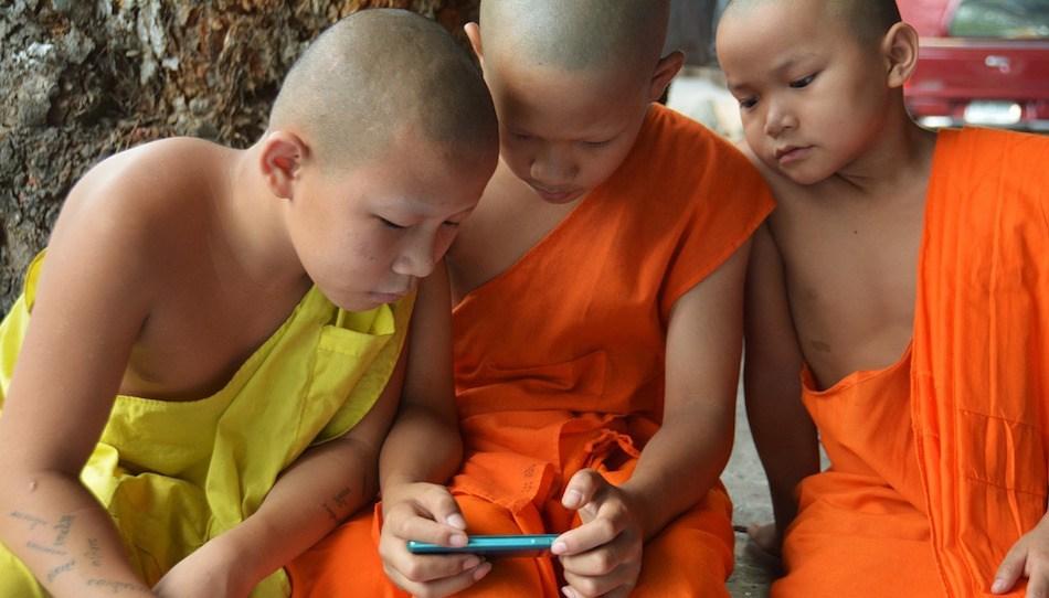 children-learning-smartphone-video