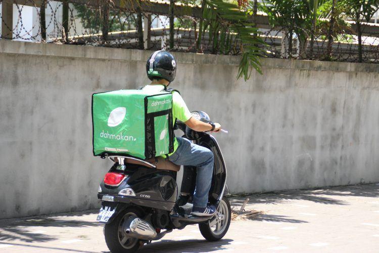 Dahmakan delivery driver