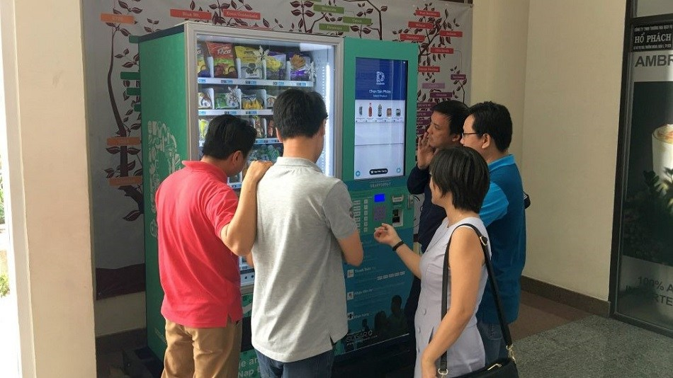 A Dropfoods smart vending machine in Vietnam.