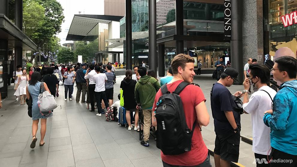 iPhone X long lines in Singapore