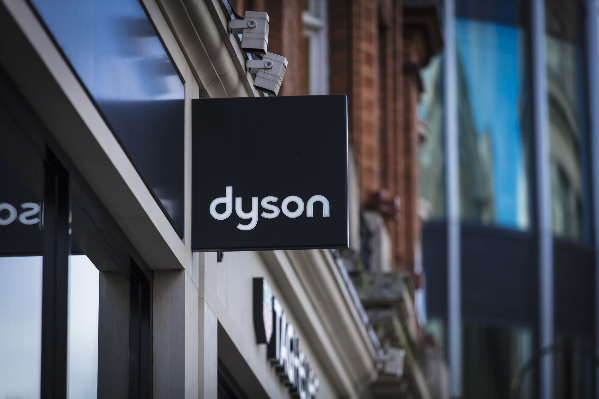 Dyson shelves $3b electric vehicle project